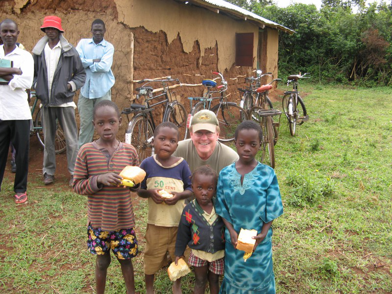 Feeding hungry children - Ndere Kenya